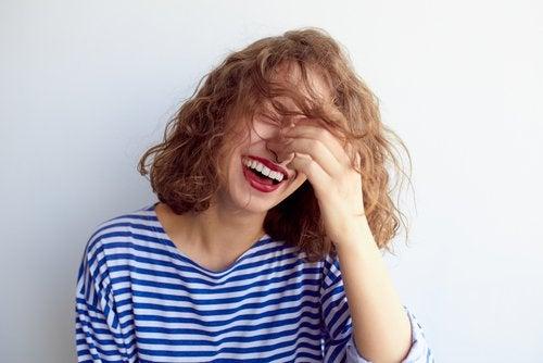 Terapia prin râs – vindecarea traumelor și a tensiunilor interioare
